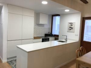 A kitchen or kitchenette at Apartamento Rey Alfonso I