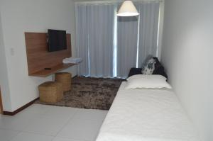 A bed or beds in a room at Apartamento Resort Residence