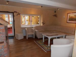 Ein Sitzbereich in der Unterkunft Ferienwohnung Zwergmöve