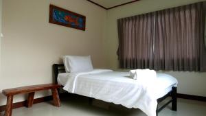 Giường trong phòng chung tại Kamalar Palace
