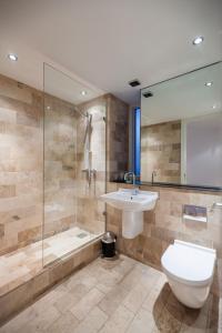 Ванна кімната в KSpace @ The Sinclair Building