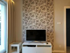 A television and/or entertainment center at Apartament Leśne Tarasy