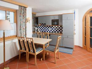 A kitchen or kitchenette at Apartment Schiestl.5
