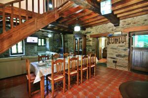 Een restaurant of ander eetgelegenheid bij Casona de Lubre