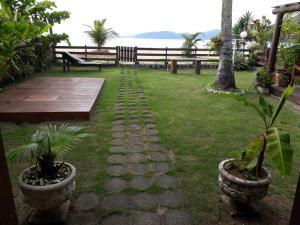 A garden outside Chalé da Lucimar