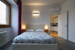 A bed or beds in a room at Welcome plus