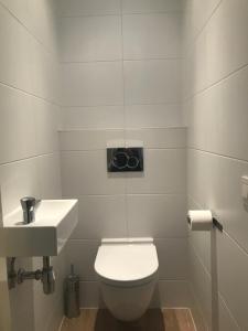 A bathroom at Koningshof XL