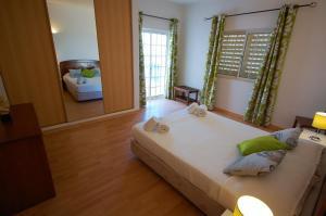 A bed or beds in a room at Algarve Casa da Eira