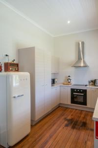 A kitchen or kitchenette at Orangevale at Mount View