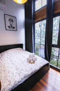 A bed or beds in a room at Luckey Homes - Rue de Meaux