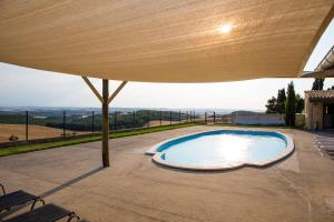 The swimming pool at or close to Domaine Caraman