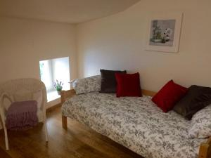 A bed or beds in a room at Moulin de la Fosse Gites - Cottage 2