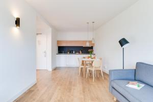 A kitchen or kitchenette at SMARTments business Berlin Karlshorst