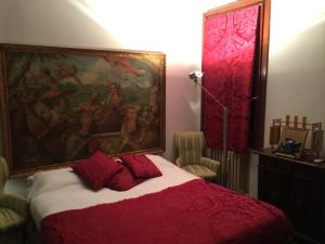 A bed or beds in a room at Fenice apartment