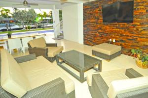 A seating area at South Beach Villas