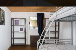 A bunk bed or bunk beds in a room at Apartamento Santa Cruz de Tenerife