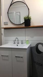 A bathroom at Capel Short-Stay Accommodation