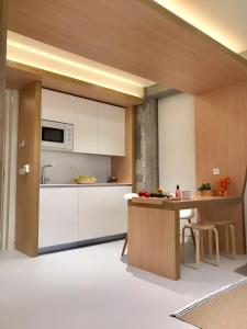 Kitchen o kitchenette sa Inside Bilbao Apartments