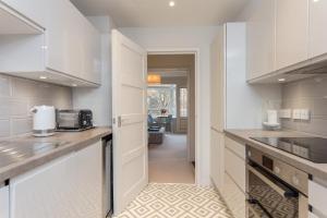 Küche/Küchenzeile in der Unterkunft Stunning Two Bed Flat
