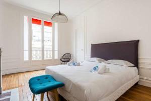 Ein Bett oder Betten in einem Zimmer der Unterkunft CMG Tour Eiffel/Champs de Mars__Laos 1D
