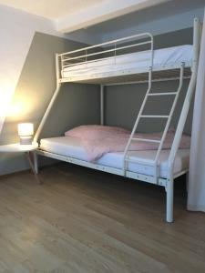 Ein Etagenbett oder Etagenbetten in einem Zimmer der Unterkunft Haus an der Südsee