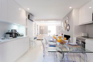 Cuisine ou kitchenette dans l'établissement Baixa Deluxe Apartments by Altido