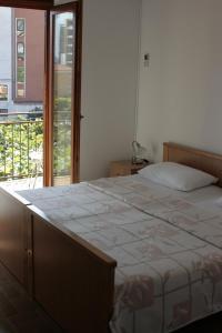 Кровать или кровати в номере Apartments Budva Center