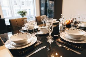 A restaurant or other place to eat at Chelsea Townhouse