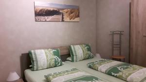 Ein Bett oder Betten in einem Zimmer der Unterkunft Ferienapartment Schlosser