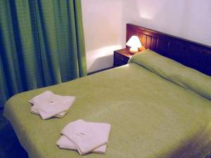 Una cama o camas en una habitación de Cabañas Don Pancho