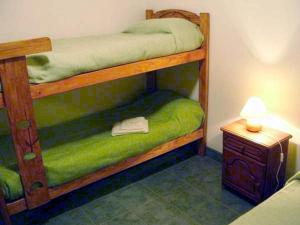 Una cama o camas cuchetas en una habitación  de Cabañas Don Pancho