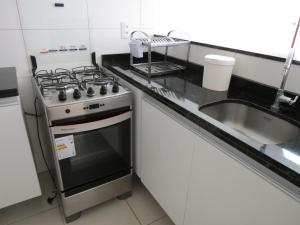 A kitchen or kitchenette at Flat Recife Hotel & Convention