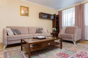 A seating area at Apartments on Zakharova 67/1