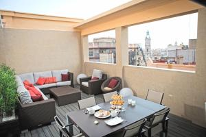 A restaurant or other place to eat at Luxury penthouse in the center of Valencia