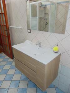 A bathroom at Appartamenti Budoni