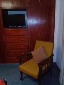 Una televisión o centro de entretenimiento en Departamento Colonial Marcelo