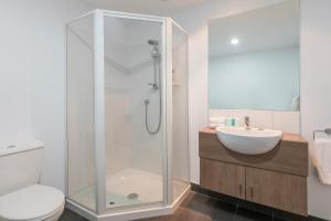 A bathroom at Waldorf St Martins Apartments Hotel