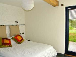 A bed or beds in a room at The Granary, Abergavenny