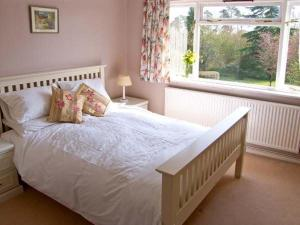A bed or beds in a room at The Cottage, Whitchurch