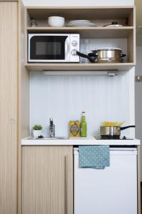 A kitchen or kitchenette at Aparthotel Adagio Access Bruxelles Europe Aparthotel