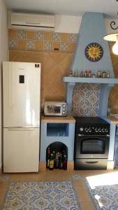 A kitchen or kitchenette at Marinella Selinunte's home