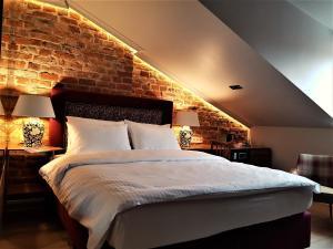 Łóżko lub łóżka w pokoju w obiekcie SleepWell Apartments Nowy Świat