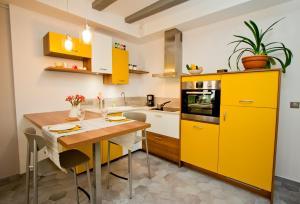 Cuisine ou kitchenette dans l'établissement Gite urbain AU 2BIS