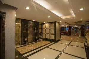 The lobby or reception area at Elite Suites Hotel - Al Muruj