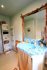 Salle de bains dans l'établissement Les gîtes de la Pomme d'Or