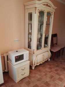 A kitchen or kitchenette at Apartment 16 Mikrorayon 42