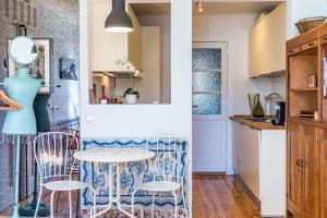 A kitchen or kitchenette at Charming Apartments in the heart of Lisbon
