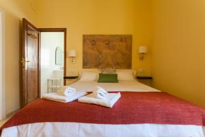 A bed or beds in a room at La Plazuela de Santa Cruz