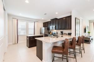 A kitchen or kitchenette at Encore Resort 4135 6 Bedroom Water Park