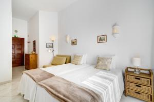 A bed or beds in a room at Sunrise Apartment